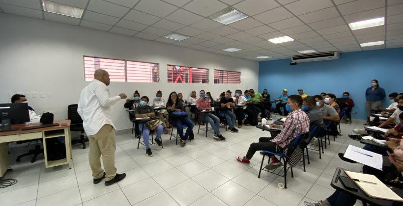 Entrega de certificados de las Capacitaciones a promotores VIH | CONISIDA